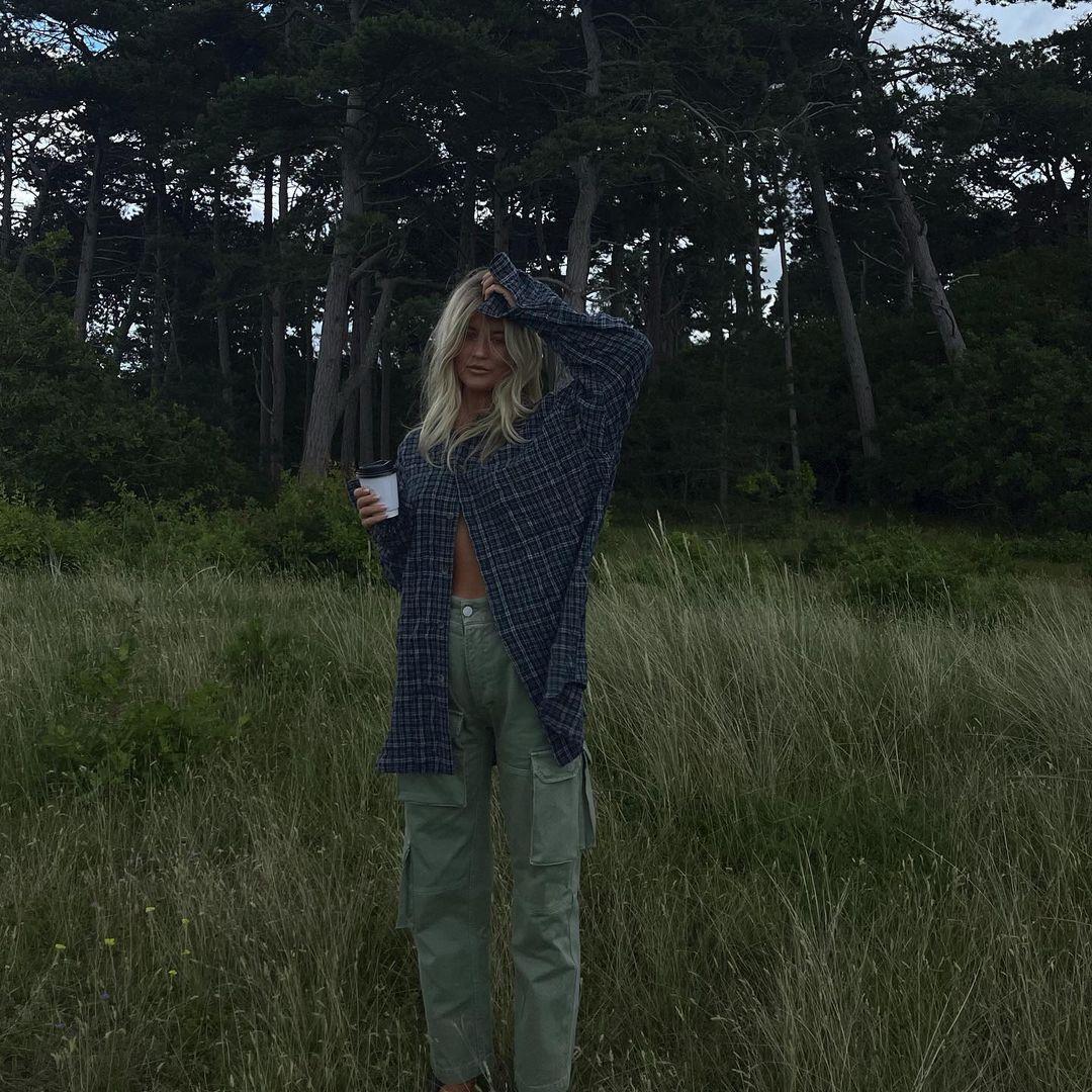 Josefine HJ wearing cargo trousers in the countryside
